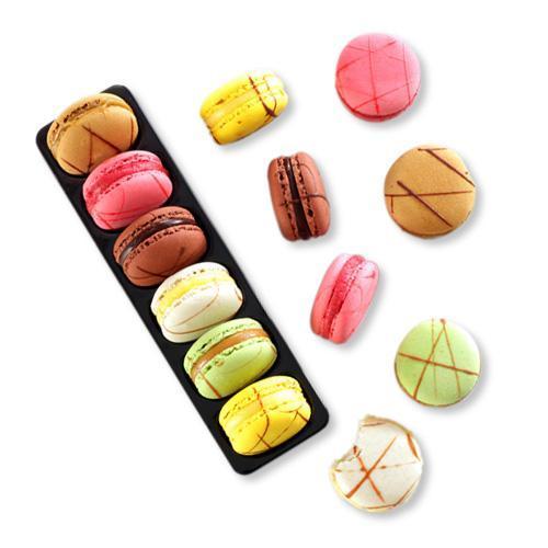 CS23 Je T'aime Macarons