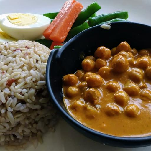 Chickpeas Masala with egg on rice