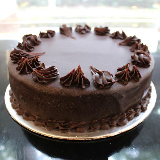 Chocolate Cream Cake with Soft Chocolate Coating (1kg)