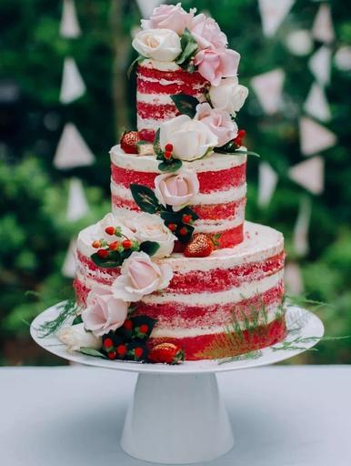 "Deluxe 3-tier Cake (6"" x 8"" x 12"")"