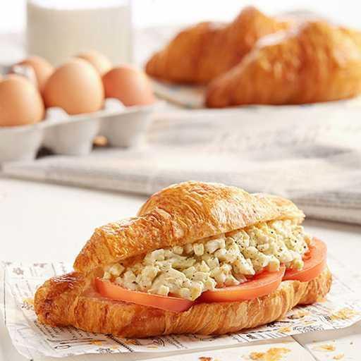 Egg Mayo & Tomato Croissant