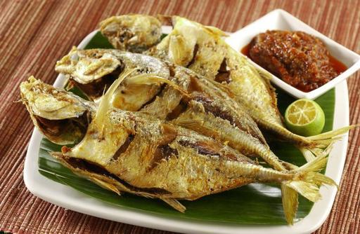 Fried Sambal Ikan Selar 油炸色拉鱼 (一件)