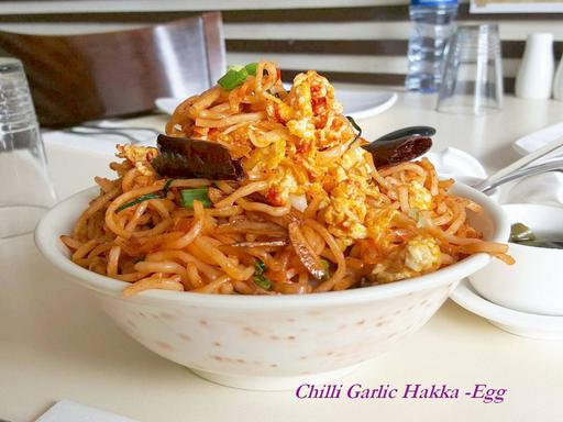 Hakka Noodles Chilli Garlic (Egg)