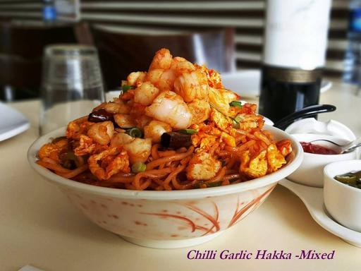 Hakka Noodles Chilli Garlic (Mixed - Egg, Chicken & Prawn)