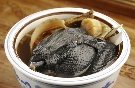 Herbal Black Chicken Soup 药材炖乌鸡汤