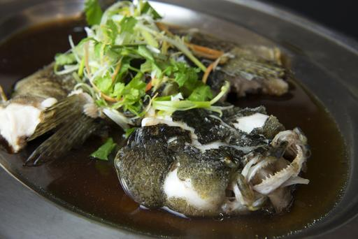Hong Kong Style Steamed Fish with Soya Sauce 港式蒸鱼