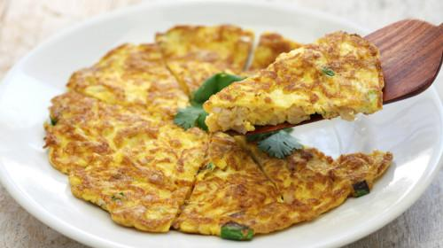 菜脯煎蛋 Omelet with salted & dried radish