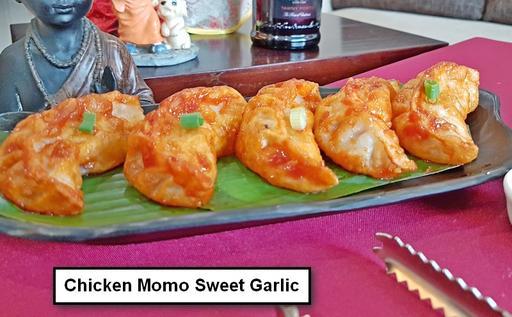 Pan Fried Chicken Momos Sweet Garlic Plate - 5 Pcs