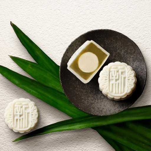 Pandan White Lotus Seed Paste with Champagne Praline Mini Snowskin