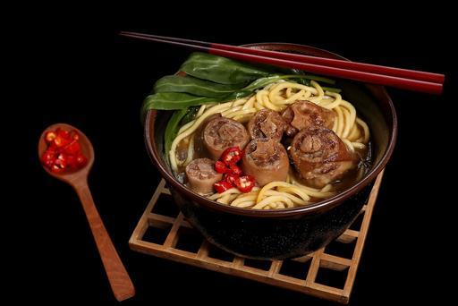 S21 - Pig's Tail Noodle