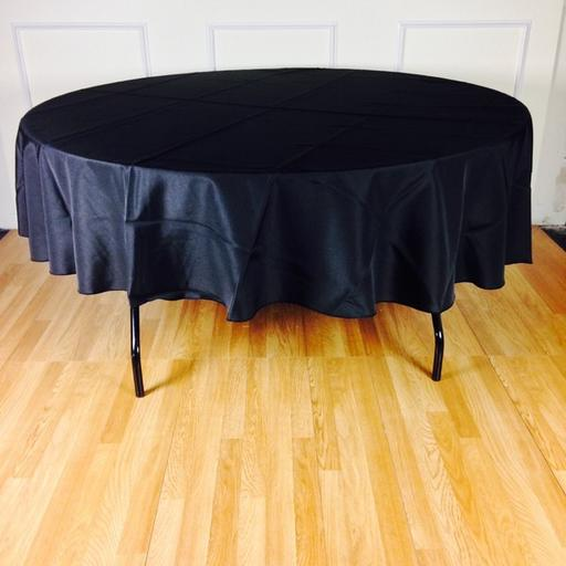Round Table with Table Cloth Skirting (5ft)