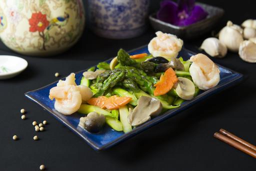 Sauteed De-Shelled Prawns with Asaparagus 虾球扒芦笋
