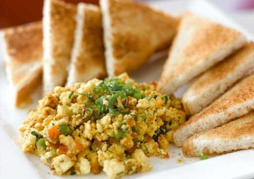 Scrambled Paneer with Toast