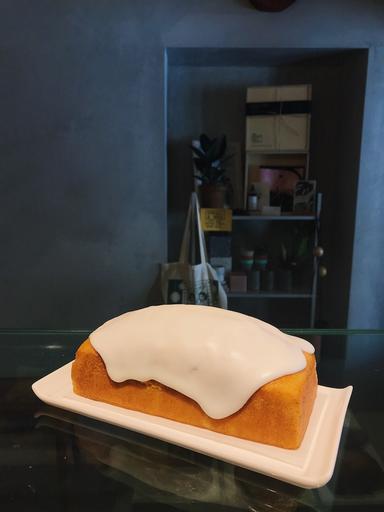 Signature Lemon Cake