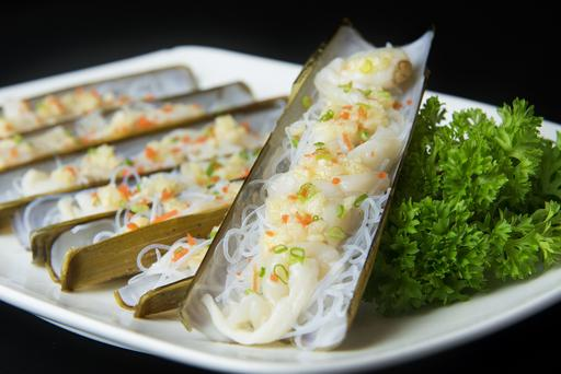 Steamed Bamboo Clams with Minced Garlic 蒜茸蒸竹节蚌