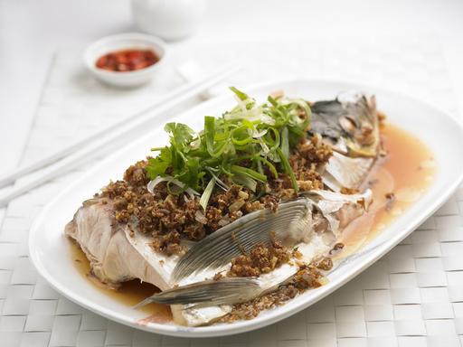 Steamed Fish Head with Chai Por (菜莆蒸鱼头)