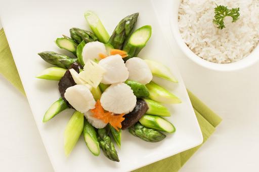 Stir Fried Asparagus with Scallops and Mushrooms 鲜菇带子炒芦笋