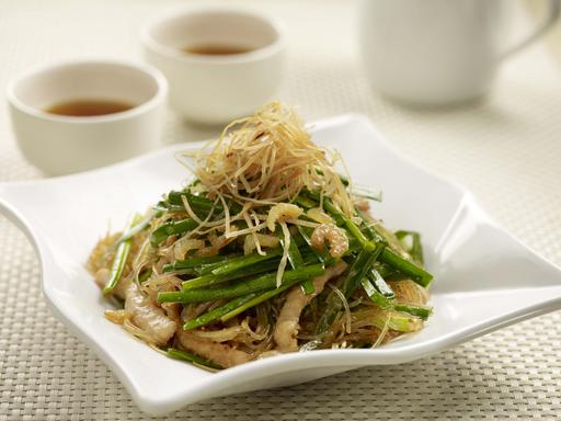 Stir-fried Chives w Dried Cuttle Fish 韭菜炒鱿鱼肉丝