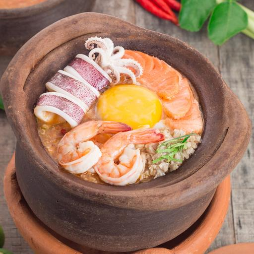Tom Yum Porridge with Seafood & Minced Chicken