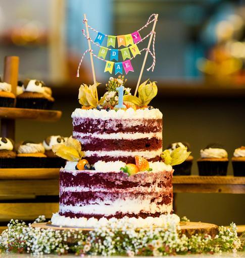 "Classic 2-Tier Cake (6"" x 8"")"