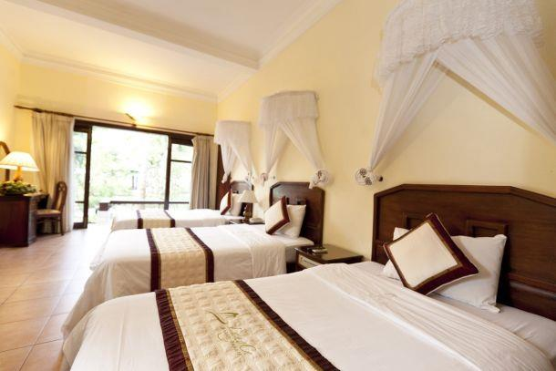 https://s3-ap-southeast-1.amazonaws.com/viettrip/Hotels/518/090347_27082013_lang-co-beach-resort-9.jpg