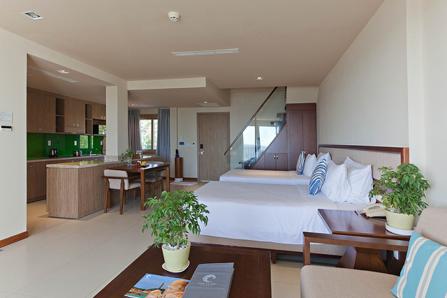 https://s3-ap-southeast-1.amazonaws.com/viettrip/Hotels/531/175821_21102016_luxury-duplex-2-bedrooms-5.jpg
