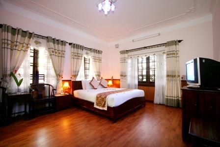 https://s3-ap-southeast-1.amazonaws.com/viettrip/Hotels/562/115713_07052013_khach-san-bach-dang-hoi-an-9.jpg