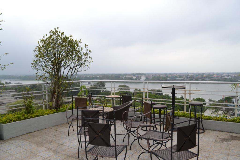 https://s3-ap-southeast-1.amazonaws.com/viettrip/Hotels/736/151919_06062013_khach-san-river-view-hue-4.jpg