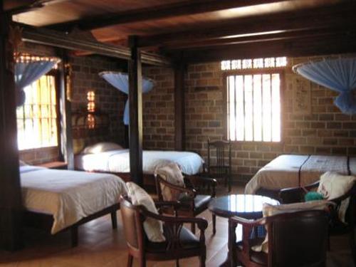 https://s3-ap-southeast-1.amazonaws.com/viettrip/Hotels/758/165135_10092015_binh-chau-resort--room.jpg