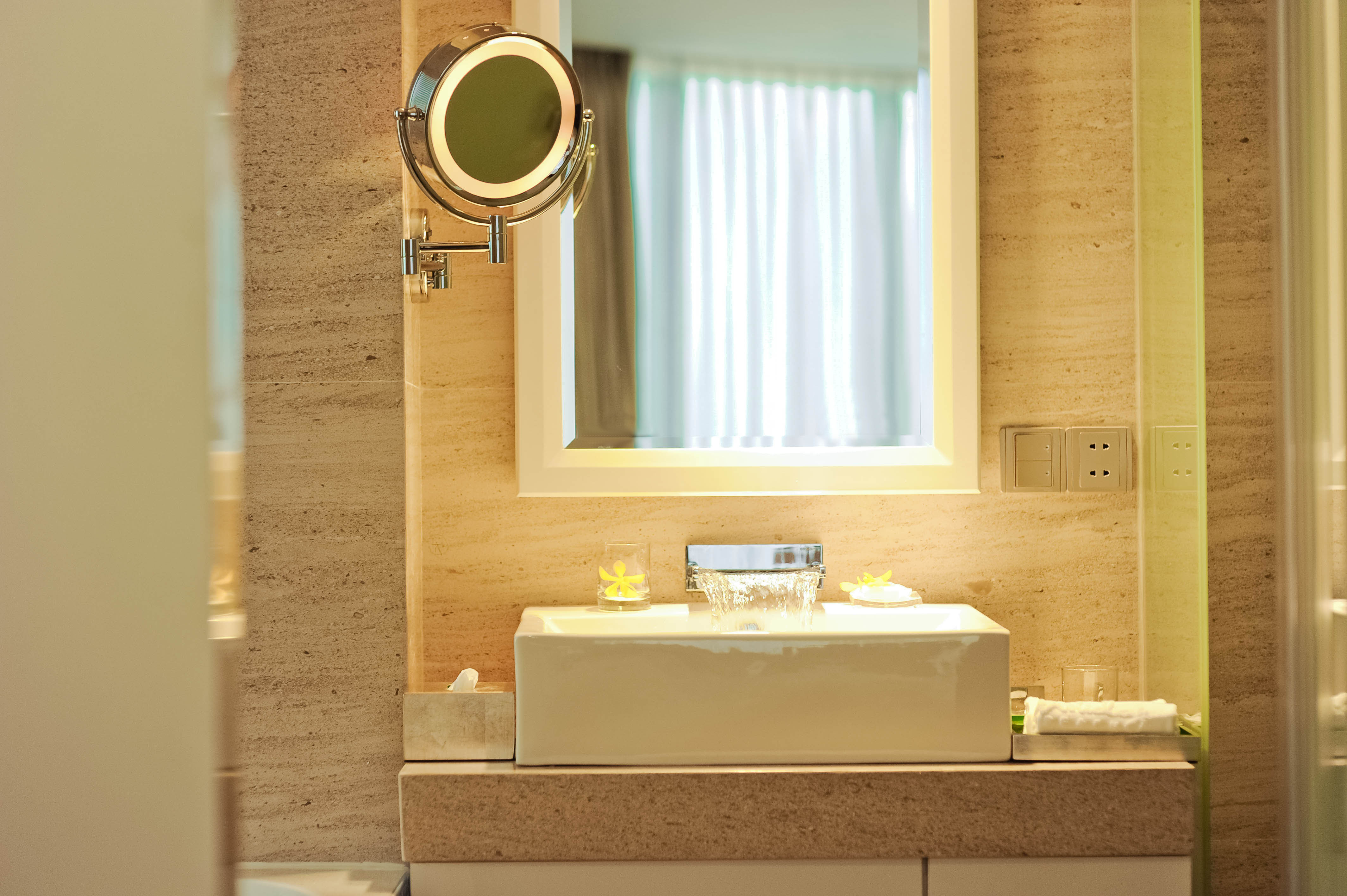https://s3-ap-southeast-1.amazonaws.com/viettrip/Hotels/792/143842_31102016_superior-spa-ocean-bathroom.jpg