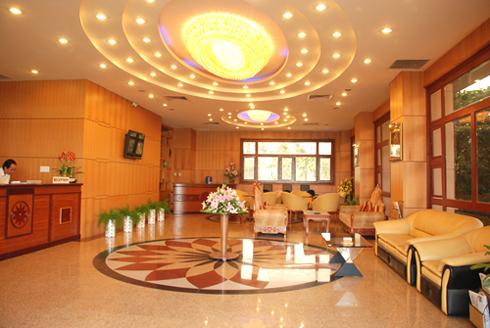 https://s3-ap-southeast-1.amazonaws.com/viettrip/Hotels/886/172507_21052014_sanh-khach-san-hoang-yen-quy-nhon.jpg