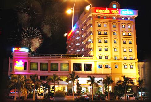 https://s3-ap-southeast-1.amazonaws.com/viettrip/Hotels/886/172632_21052014_khach-san-hoang-yen-ve-dem.jpg