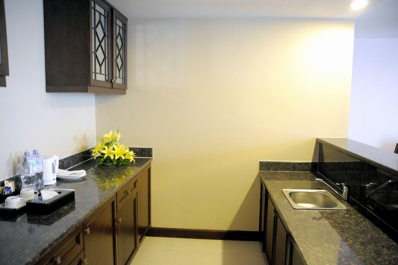 https://s3-ap-southeast-1.amazonaws.com/viettrip/Hotels/909/132219_10062014_cookingareainsuites2.jpg