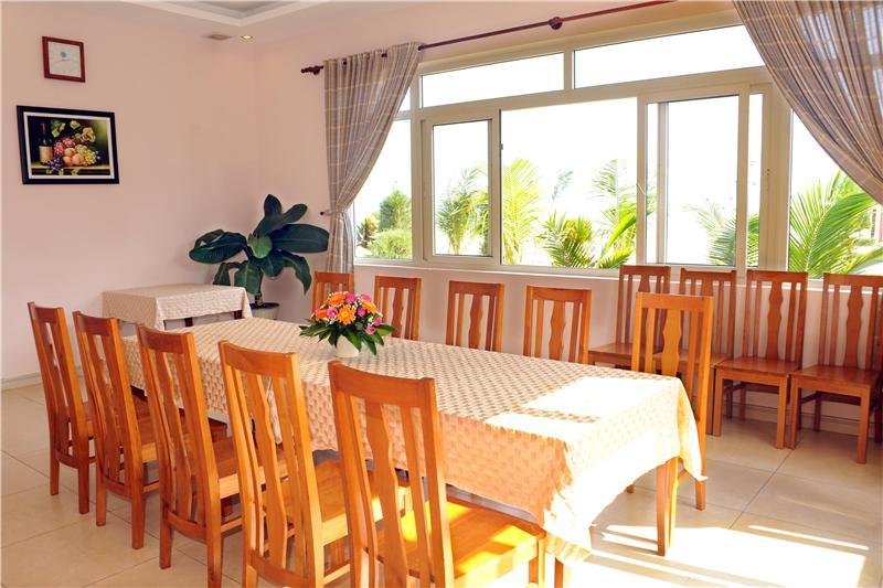 https://s3-ap-southeast-1.amazonaws.com/viettrip/Hotels/969/170014_24082015_huong-phong-ho-coc-resort-34.jpg