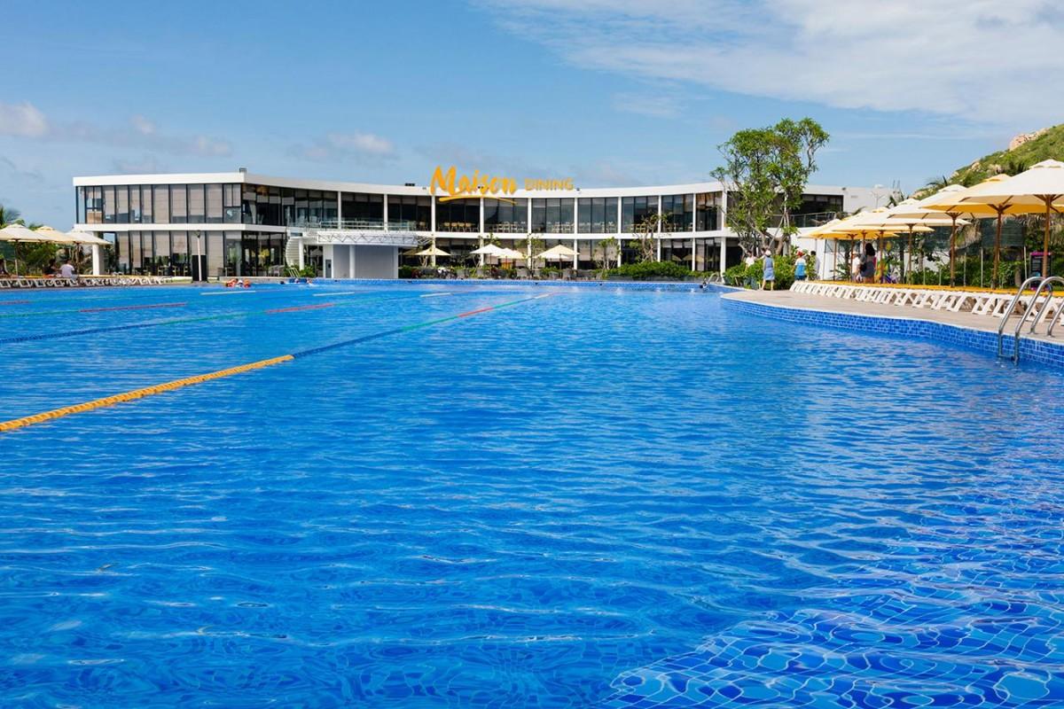 Oceanami villa & beach blub Long Hải