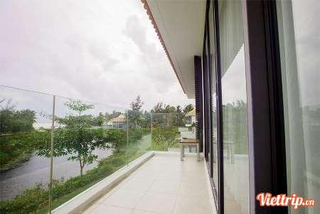 https://s3-ap-southeast-1.amazonaws.com/viettrip/Products/8547b9c4-a70c-470c-90d4-78e80b1574a4/Thumbnail_025503_23122017_the-ocean-villa-da-nang-viettrip8.jpg