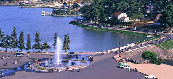 Khách sạn Đà Lạt luôn là một trong những điểm đến du lịch được nhiều du khách lựa chọn bên cạnh những điểm nghỉ ngơi hấp dẫn nhất. VIETTRIP chúng tôi hỗ trợ đặt phòng khách sạn Đà Lạt giá rẻ, Hotline: (028)7106.0258