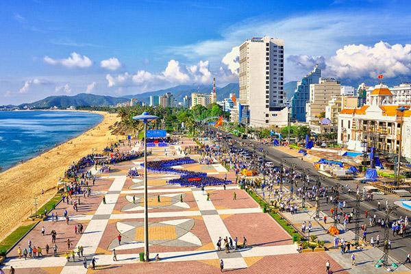 Khách sạn Nha trang -  Điểm đến thu hút khách du lịch bởi sự quyến rũ và năng động của thành phố biển xinh đẹp, VIETTRIP hợp tác với 119 khách sạn Nha Trang 3*, 4*, 5* . Hotline 8h - 19h - (028)7106.0258