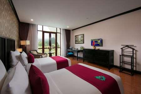 Phòng Deluxe 2 Giường Đơn Nhìn Ra Sân Gôn