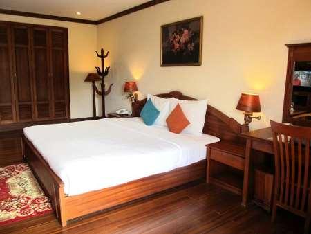 Phòng cổ điển giường đôi