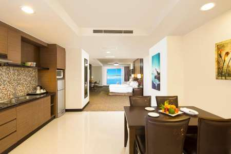 Junior Suite Queen (Bao gồm Buffet tối)