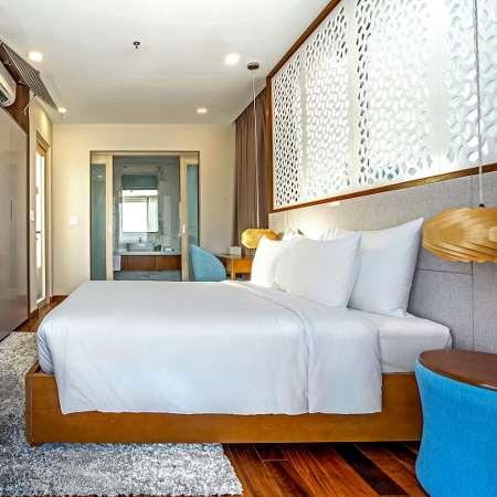 4 Bedrooms Beach Front Villa