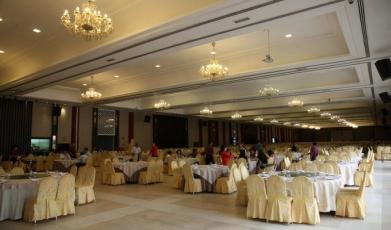 Lucky-Palace-Restaurant149292395158fc362f2b1106.36840756.jpg