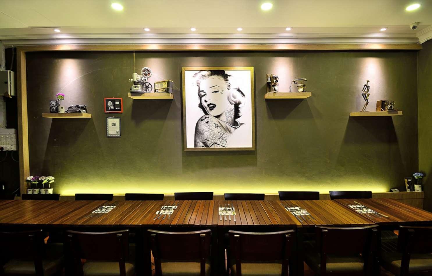 Monroe-Restaurant15344803945b76500a4aa948.08173760.jpg