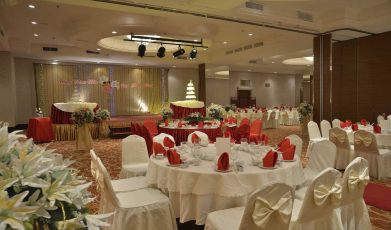 Pearl-International-Hotel's-Ballroom149275696058f9a9e060e981.49939822.jpg