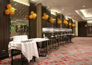 banquet-hall-buffet-setting