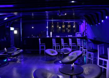 waves-lounge-bar-seating