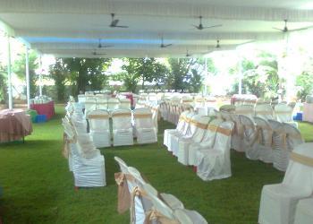 lawn-side-banquet