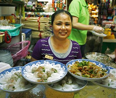 A banh beo stall at Ben Thanh Market