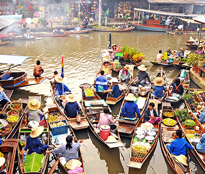 The photogenic Taling Chan Floating Market